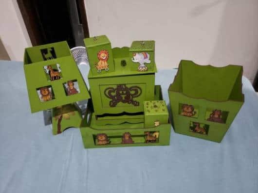 kit higiene safari verde com leão e macaco