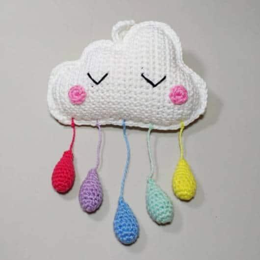 mobile de nuvem de crochê pequeno