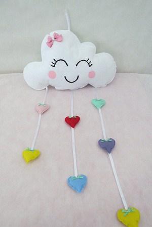 mobile de nuvem de nuvem com coração