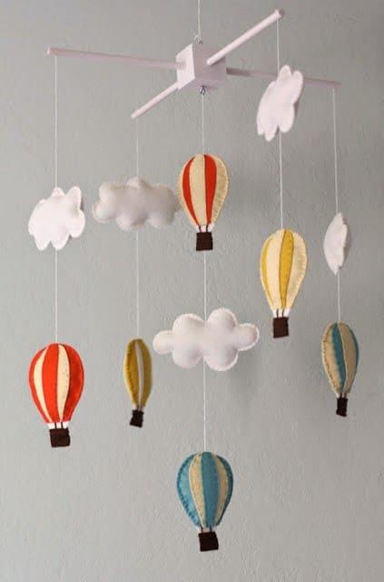 mobile de nuvem com balões