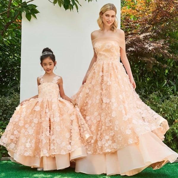 mãe e filha com vestido rodado princesa