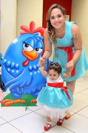 vestido tal mãe tal filha para festa Galinha Pintadinha