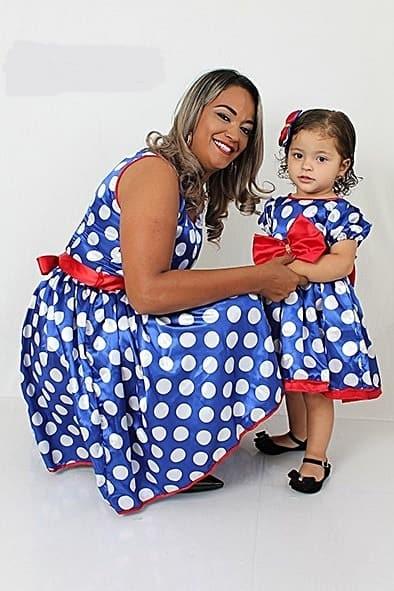 vestido mãe e filha azul com bolinhas brancas