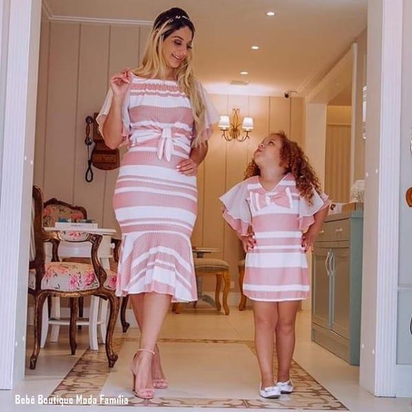 look tal mãe tal filha com vestido rosa e branco