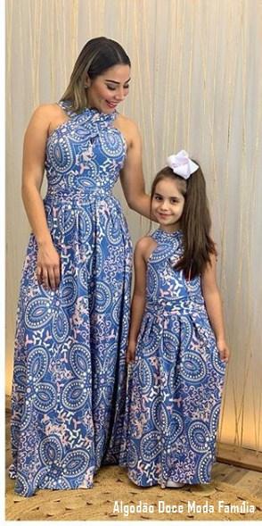 48 mãe e filha com vestido longo estampado