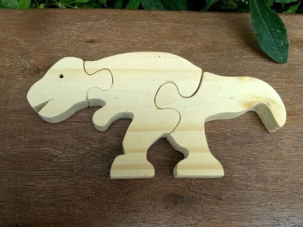 dinossauro rex de madeira