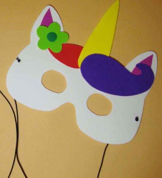 Máscara colorida de unicornio