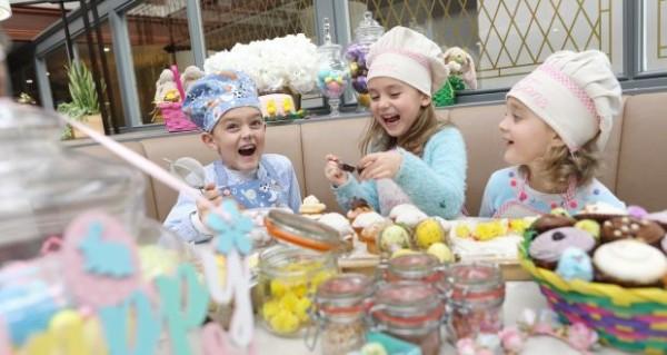 brincadeiras de pascoa fazendo ovos