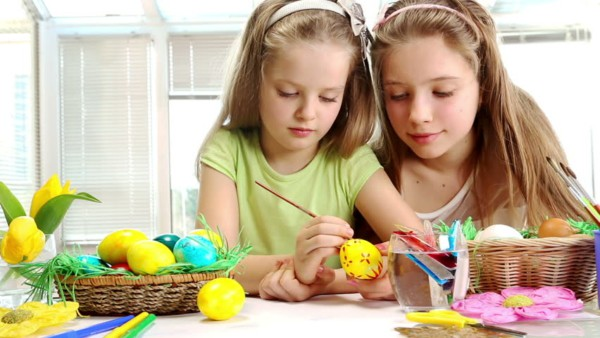 brincadeiras de pascoa pintar os ovos