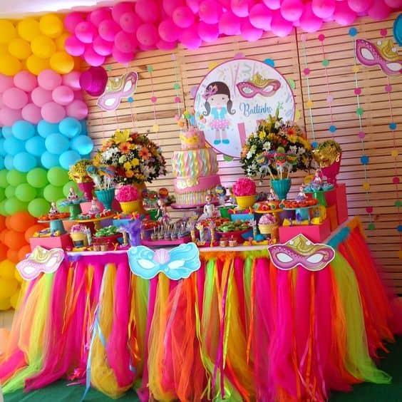 decoração colorida de carnaval