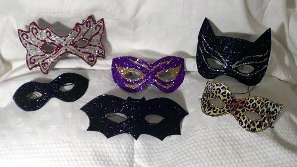 máscaras coloridas com glitter