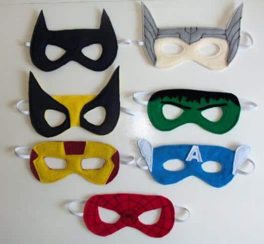 máscaras coloridas de herói