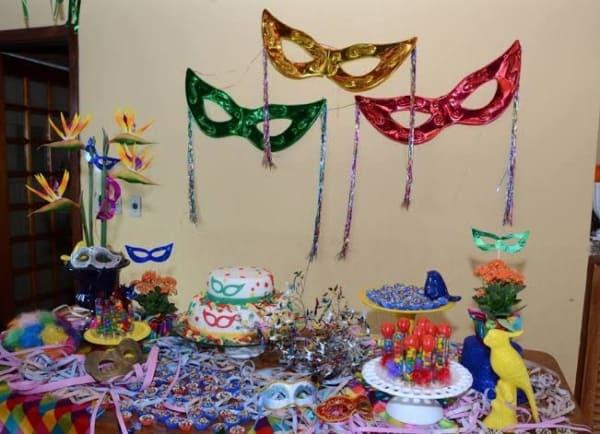 como decorar festa de carnaval em casa