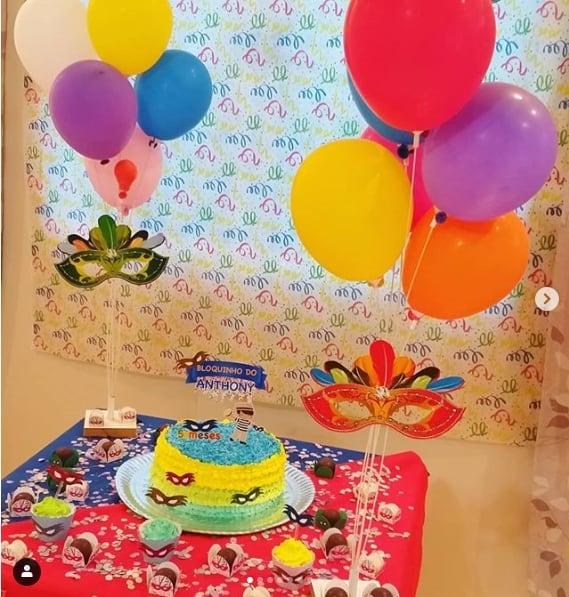 festa de mesversário simples e em casa