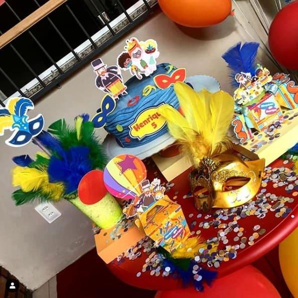 festa de mesversário colorida