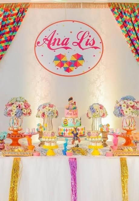 decoração delicada e luxuosa para mesversário