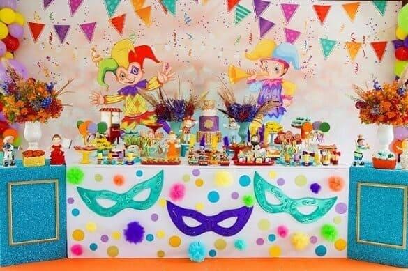 decoração criativa e colorida de mesversário