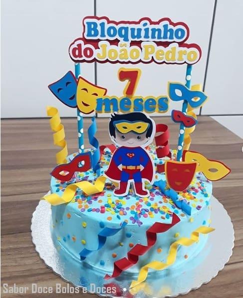 bolo de mesversário com topper