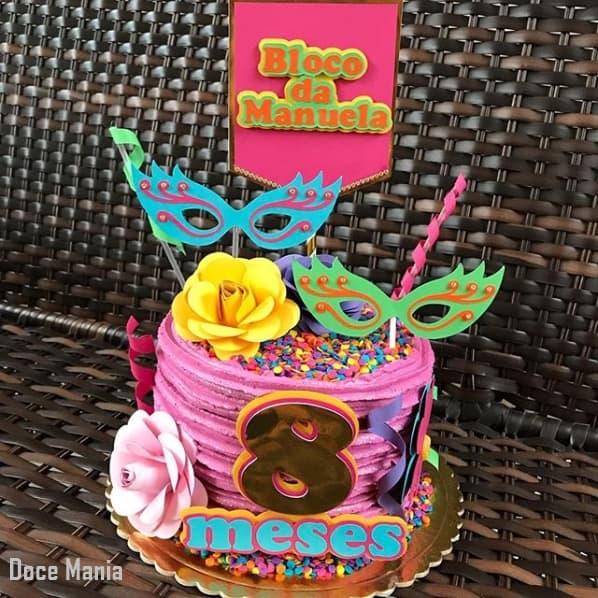 bolo de chantilly com temática de carnaval