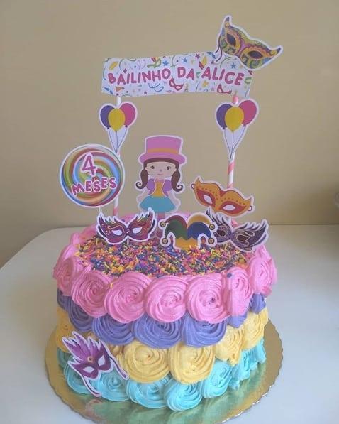 bolo colorido de mesversário