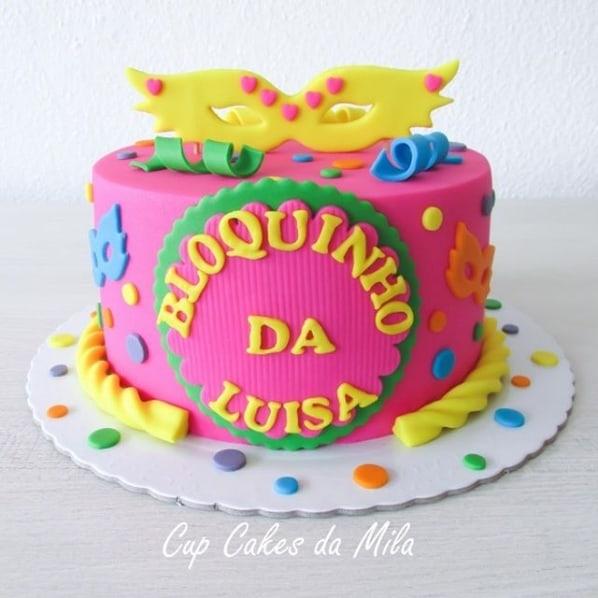 bolo decorado em pasta americana