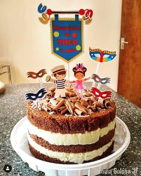 naked cake de mesversário de carnaval