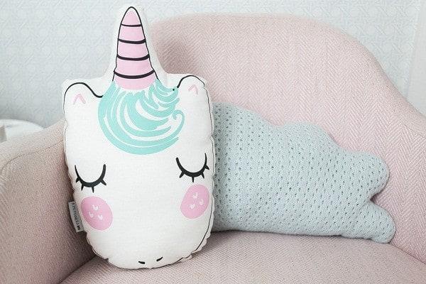 Almofada de unicórnio para decorar quarto