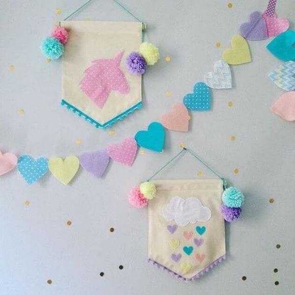 Bandeirolas e corações para quarto de unicornio