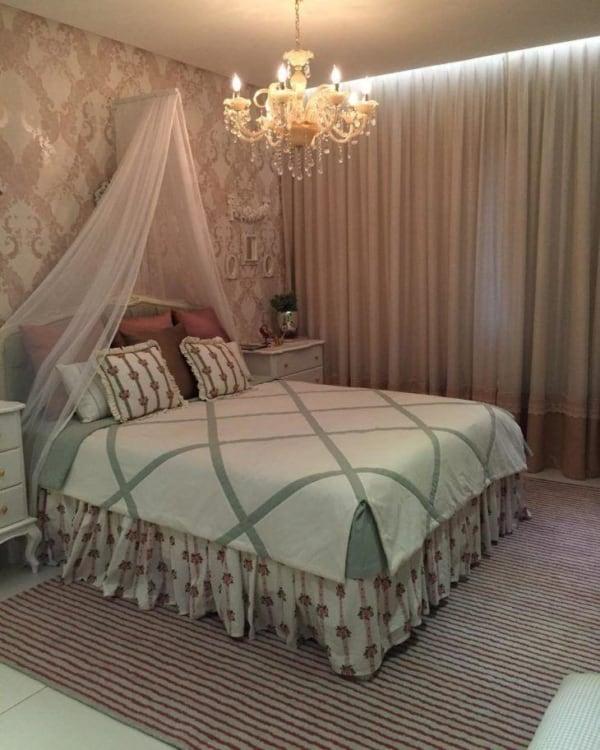 Decoração de quarto adulto de cama princesa