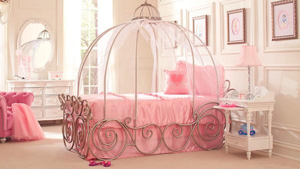 Dica de cama com estrutura de carruagem