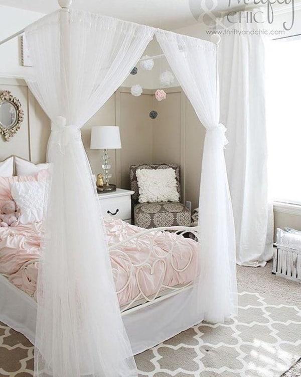 Ideia de quarto feminino com cama de princesa
