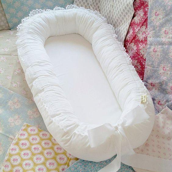 Modelo de ninho para bebê branco