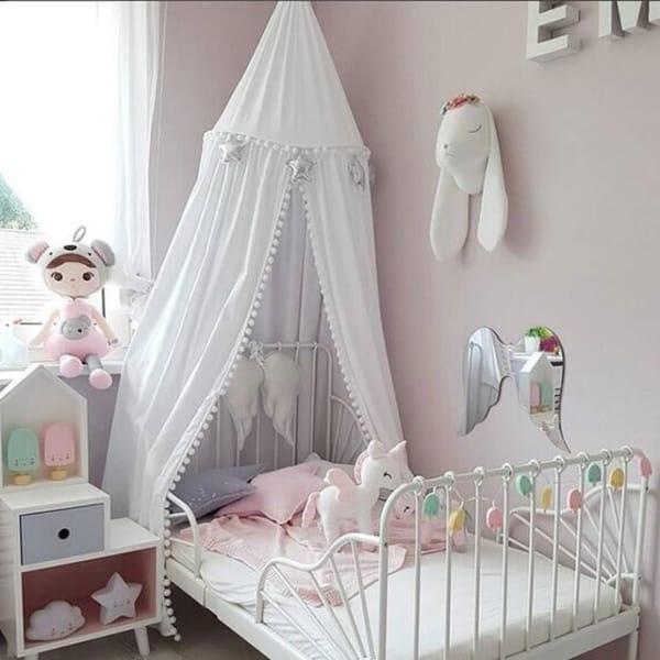 Quartinho infantil com cama de princesa