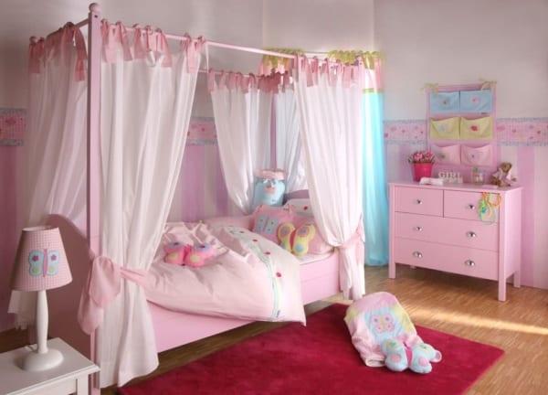 Quarto todo rosa com cama de princesa