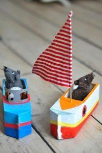 brinquedo com caixa de leite barco