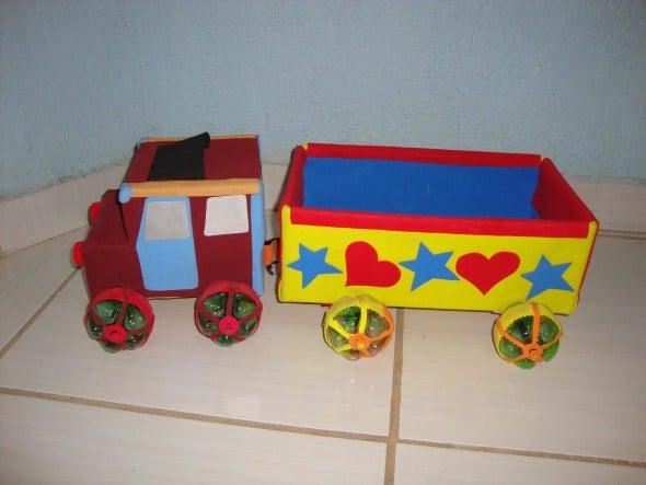 brinquedo com caixa de leite caminhãoo de carga