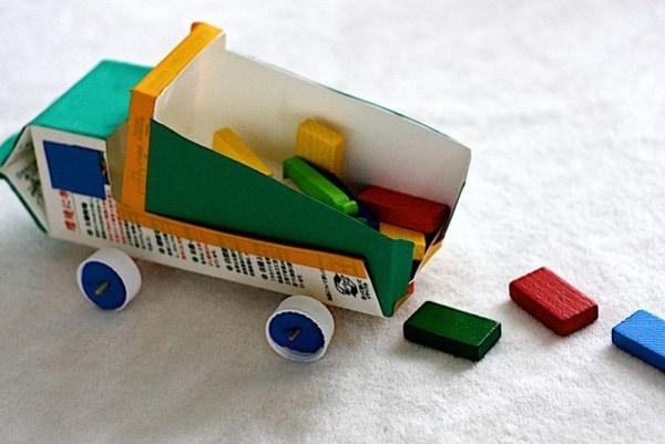 brinquedo com caixa de leite carrinho 1