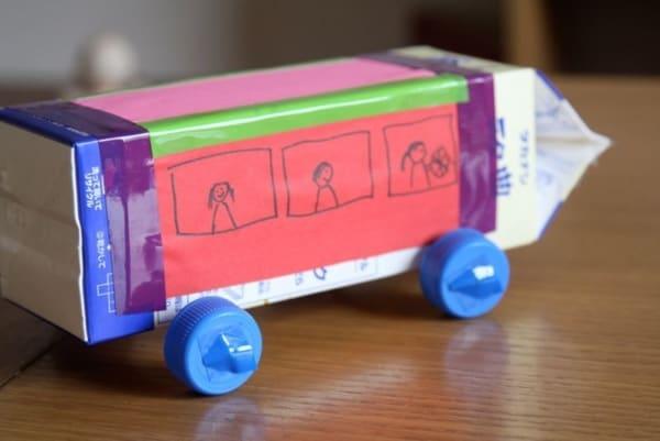 brinquedo com caixa de leite carrinho