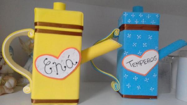 brinquedo com caixa de leite itens de cozinha