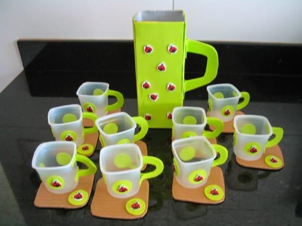 brinquedo com caixa de leite jogo de chá