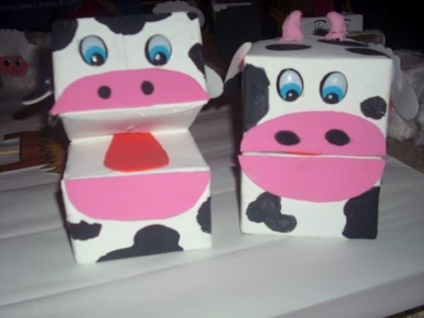 brinquedo com caixa de leite vaca