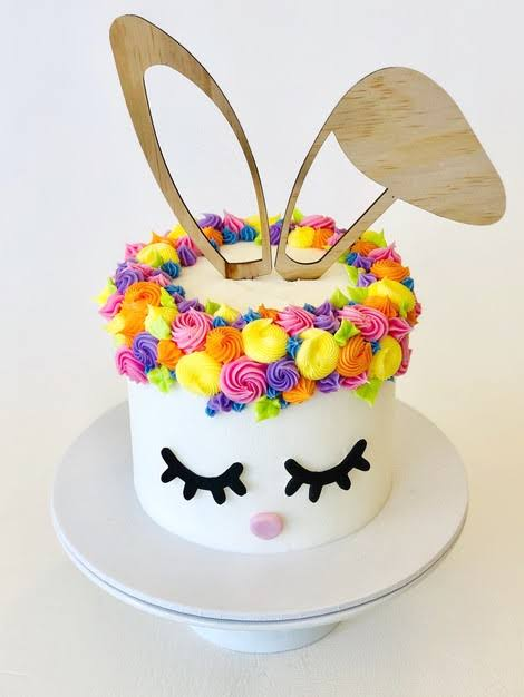 Bolo Mesversário Páscoa decorado com orelhinhas de coelho29