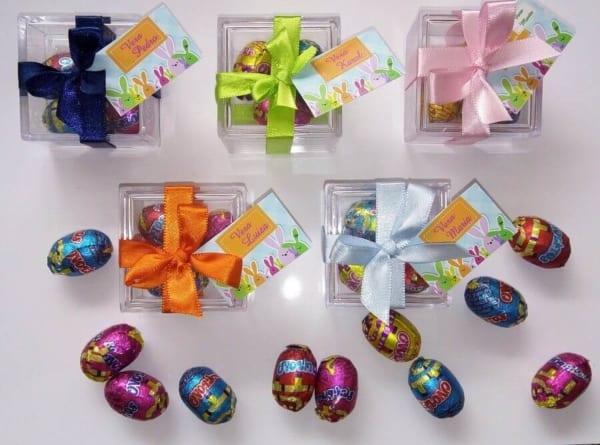 Caixinhas de acrílico com ovinhos de chocolate