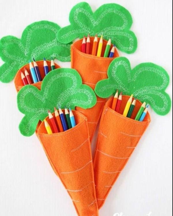 Cenourinhas porta lápis para lembrancinha de Páscoa na escola