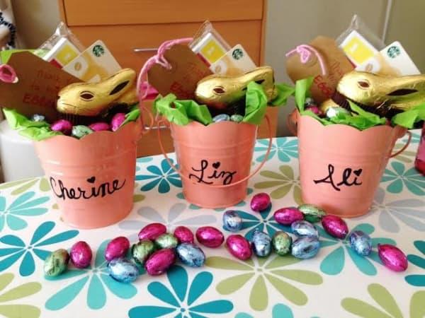 Cesto de chocolates para lembrancinha de Páscoa para professores53