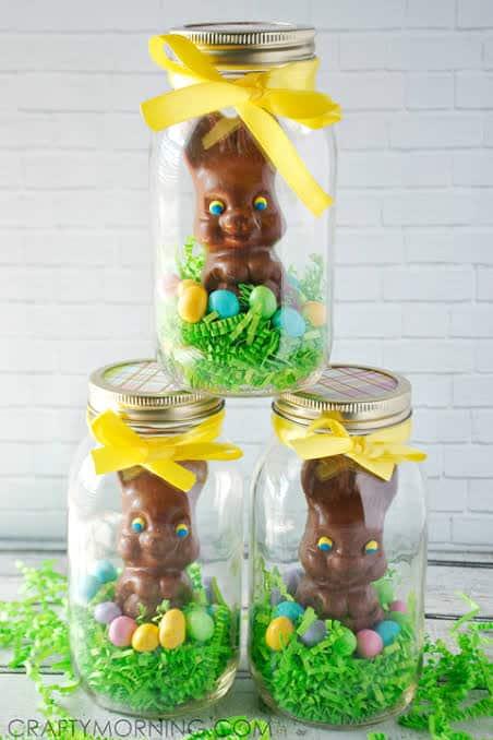 Coelhinho de chocolate em pote de vidro para lembrancinha de Páscoa para professores40