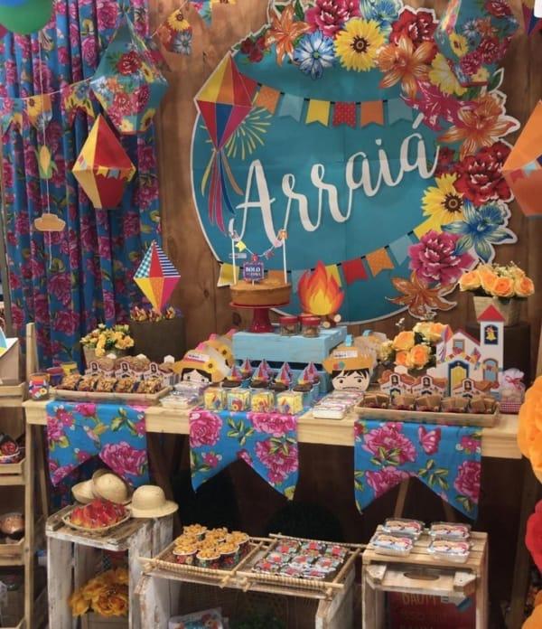 Festa Junina Infantil decoração colorida