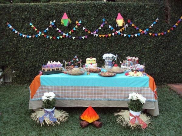 Festa Junina Infantil mesa pequena