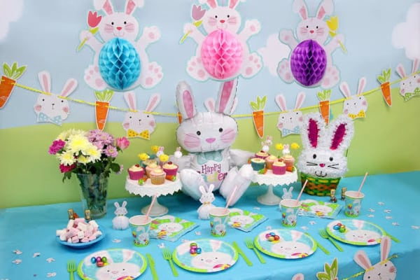 Mesversário Páscoa decoração com balões de papel16