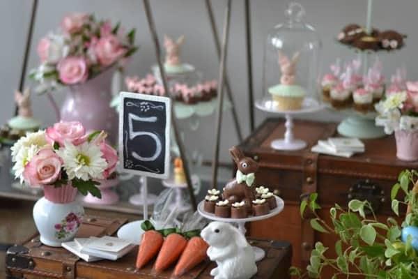 Mesversário Páscoa decoração com flores2